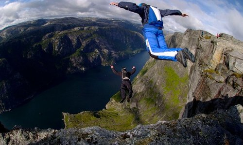 Skydiving and BASE Jumping - What's the Difference?