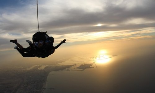 Why Skydivers Love Skydiving at Night