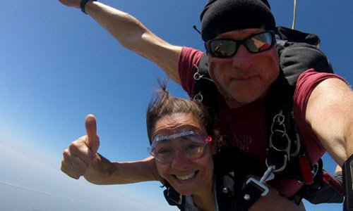 Parachuting vs. Skydiving: What's the Difference?