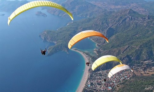 The Difference Between Paragliding and Skydiving