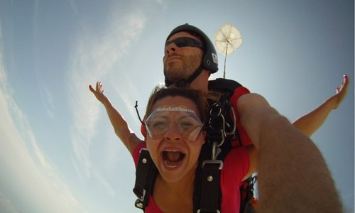 Skydiving: Best Gift Idea for Thrill Seekers
